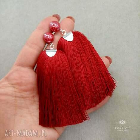 kolczyki z chwostami w ciemnej czerwieni, stal, sztyfty, metal, chwosty, wiskoza