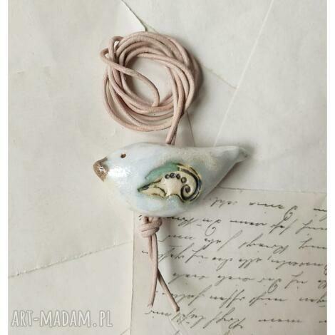 wisior z białym ptaszkiem, ceramika, wisior, ptak wisiorki