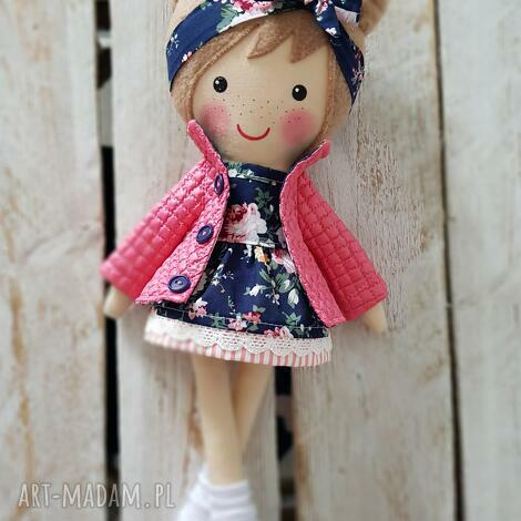 wyjątkowy prezent, malowana lala halinka, lalka, przytulanka, niespodzianka