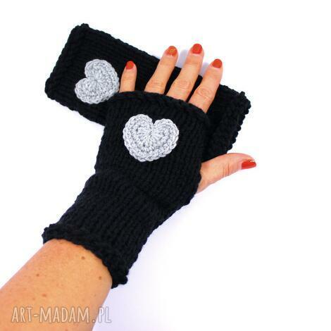 mitenki czarne z sercem, serce, walentynki rękawiczki