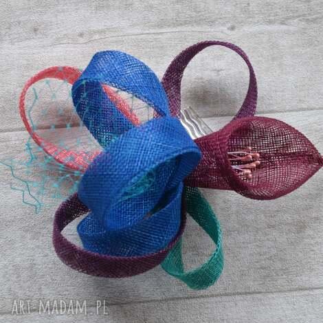 kolorowa lilia, fascynator, wielobarwny, toczek, woalka