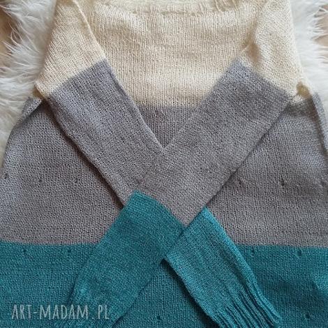 swetry sweter piórkowy w kolorach ecru, szarości i turkusu, dzianina