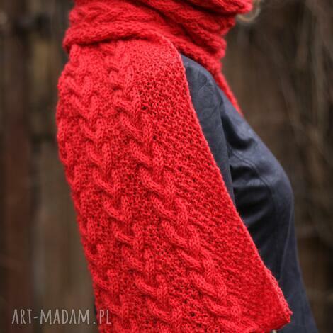 długi czerwony szal, dziergany ciepły wełniany, warkocze, miękki