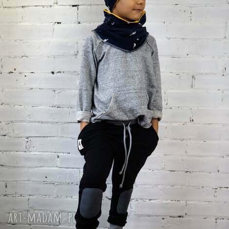 czarne spodnie typu jogger, spodnie, czarne, dres, łaty, bawełna, joggers dla