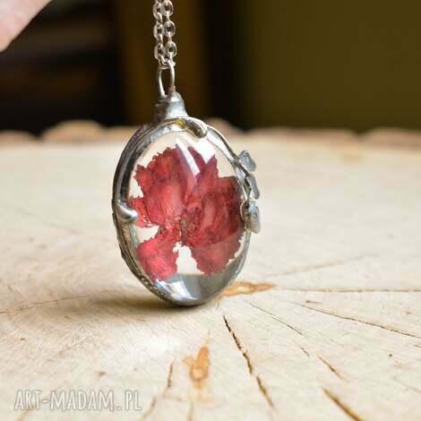 red - naszyjnik z kwiatem w szkle czerwony wisior, wisior botaniczny, dla żony