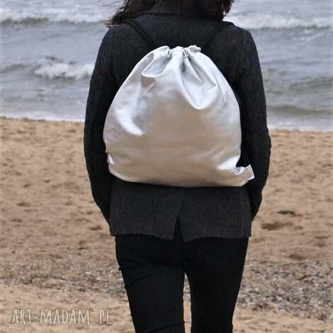 7a065559bd261 srebrny plecak