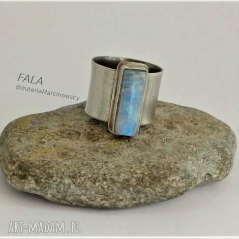 pierścionek z kamieniem księżycowym, k, kamień