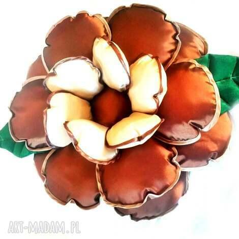 poduszka kwiatek z tafty w kolorze beżu i brązu - kwiat, poduszka, tafta