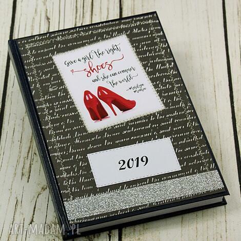 shiraja kalendarz książkowy 2019 - wysokie obcasy, kalendarz, książkowy, 2019, a5
