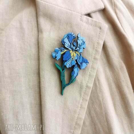 broszka irys, drewno naturalne, kwiaty, ręcznie malowana biżuteria