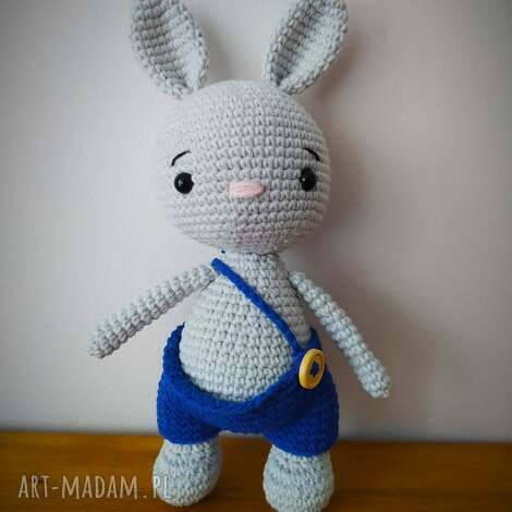 maskotki szydełkowy króliczek w spodenkach, szydełko, króliczek, włóczka