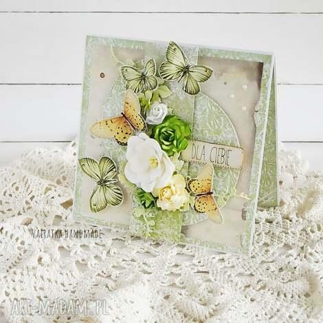 z zielonymi motylami, kartka w pudełku, 696, urodziny imieniny, życzenia, motyle