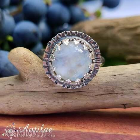 delikatny pierścionek z kamieniem księżycowym, rozmiar 17, kamień księżycowy