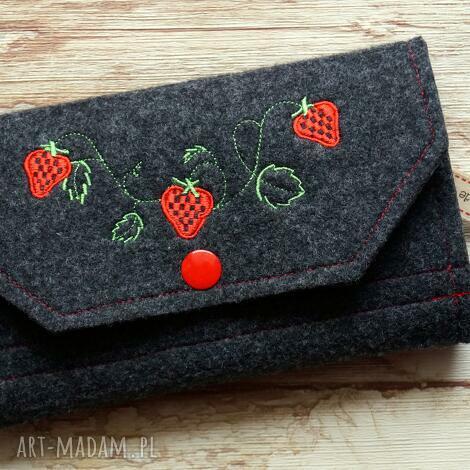 portfele duży filcowy portfel - truskaweczki -, portfel, portmonetka, haft, truskawki