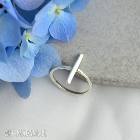 geometryczny pierścionek, srebro, minimalistyczny, prezent