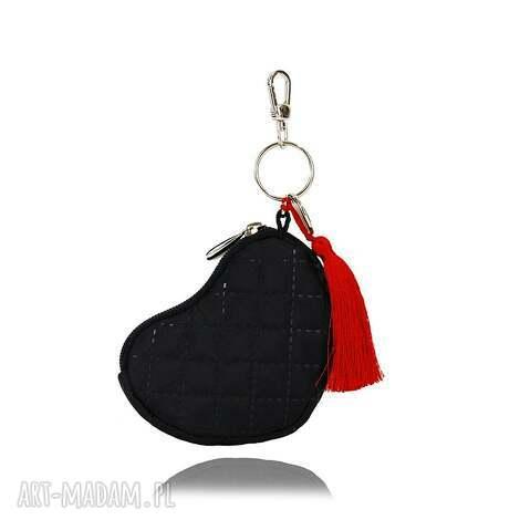 prezent na święta, breloczek 132 czarny, pikowany, serce, brelok, breloki