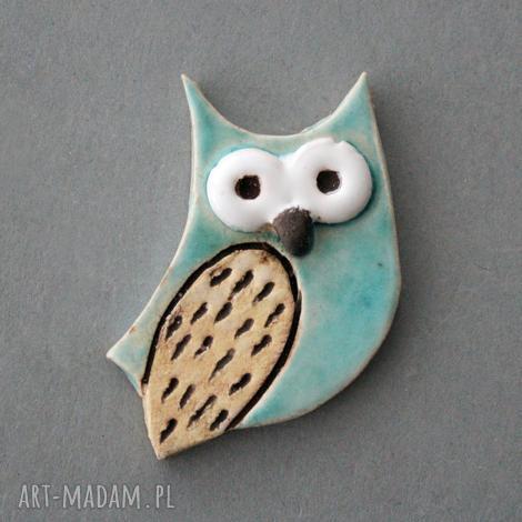 mądralińska-broszka ceramiczna, mądra sowa, prezent, minimalizm, jeansy