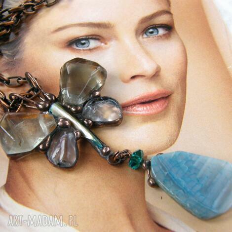 secesyjny wisior z łancuszkiem: motyl z fluorytem, secesyjny wisiorek, długi