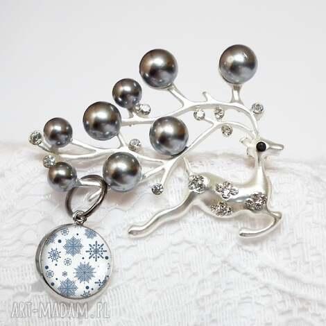 renifer świąteczny - unikatowa broszka z cyrkoniami i perłami z zawieszką