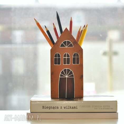 mały domek - pojemnik kubek na kredki, kamieniczki, domki drewniane, pojemnik