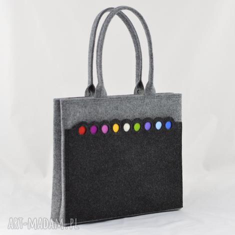 na ramię szara filcowa duża torba z kolorowymi kropkami, filc, szary, kropki