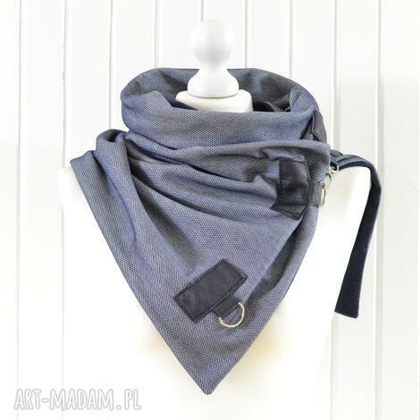 szaliki szal niebieski z granatową skórą, ciekawy komin, szal, jeansowy, ciepły