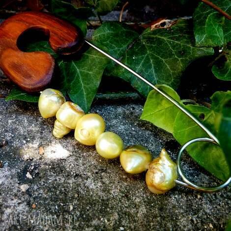 broszka agrafka z limonkowymi perłami (perły, na prezent, drewno, folk)