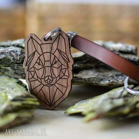 breloki brelok do kluczy wilk origami z drewna orzech brązowa skóra