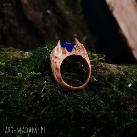 drewniany pierścień lączony z żywicą druids ring, las, natura, organiczny