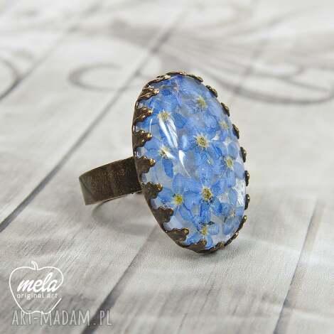 0675/mela pierścionek żywica niezapominajki, pierścionek, vintage