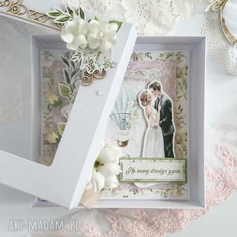 kartka na ślub z liliami w pudełku, na ślub, para młoda, lilie, kartka