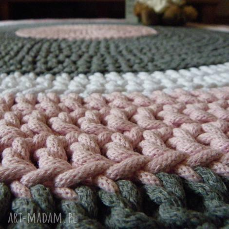 ręcznie robiony okrągły dywan ze sznurka bawełnianego połączenie szarości, różu