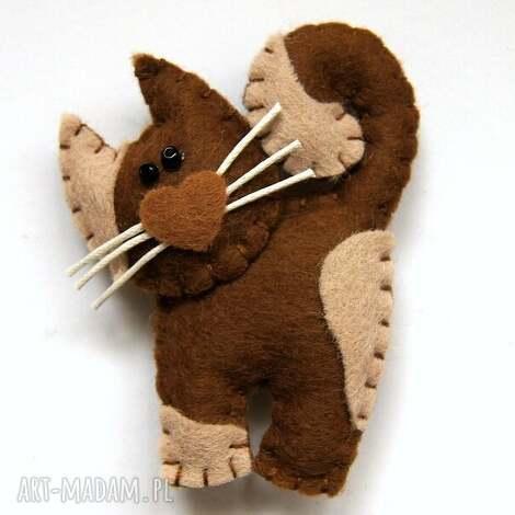 kotek - broszka z filcu - filc, kot, wąsy, broszka, serce, uszyty