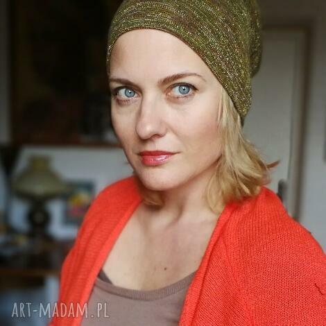 czapka damska w kolorze rdzawo złotym z patchworkową góra rozmiar uniwersalny
