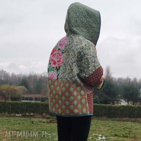 płaszcz patchworkowy krótki z kapturem i kieszeniami - w stylu boho, kimonowy
