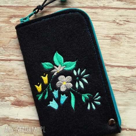 etui filcowe na telefon - kwiaty, smartfon, pokrowiec, kwiatki, haft, prezent