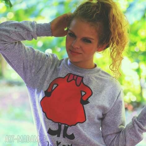 szara bluza z nadrukiem napisem złośnica, redmasterclothes, bluza, bajka, mi