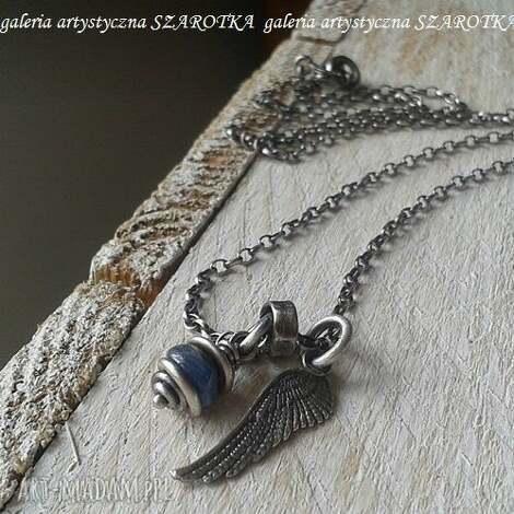 pod ochroną naszyjnik ze skrzydłem - kianit kyanit, srebro oksydowane, naszyjnik