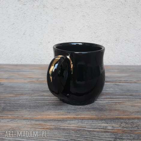 kubek czarny ze złotą aplikacją, ceramika, złoto, glina, rękodzieło