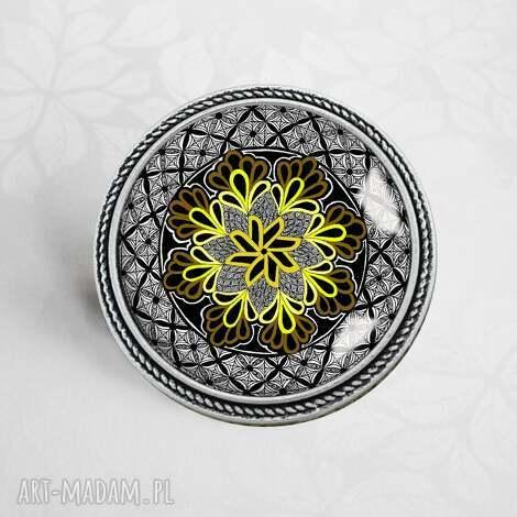 black mandala unikatowa artystyczna broszka - modna, prezent, czarna, srebrna, antyczna