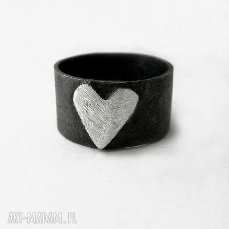 serduszko pierścionk, srbro, oksydowan, serc biżuteria