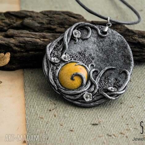 wisior w kształcie medalionu z musztardową ceramiką - wisior, ceramika