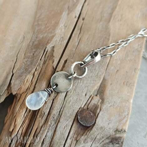wisiorki kamień księżycowy surowa srebrna zawieszka na łańcuszku