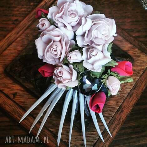 broszka ,, kwiatowe szaleństwo - kwiaty, róże, boho, pióra, broszka