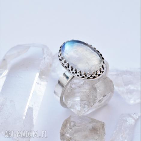 pierścień z kamieniem księżycowym, kamień księżycowy, srebro, opalizujący
