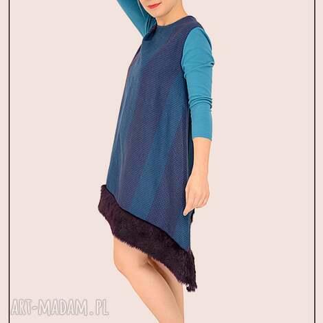 wełniana sukienka w kratkę z futerkiem r s, kolorowa, futro, wełniana, artystyczna