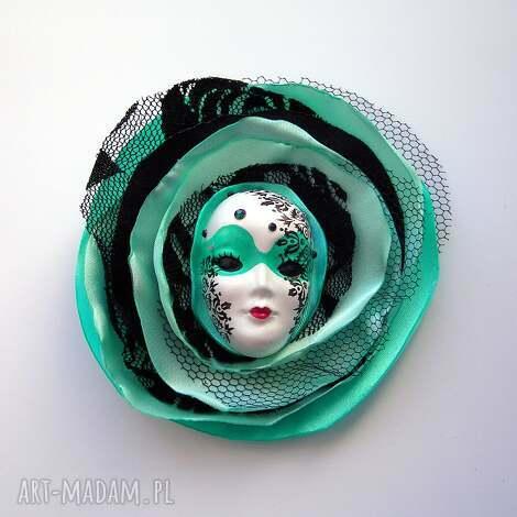 broszka z kolekcji masquerade - miętowa królowa, maska kwiat, koronka, przypinka