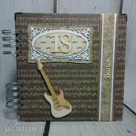 scrapbooking albumy album dla chłopaka z gitarą, album, gitara, urodziny, 18, wąsy