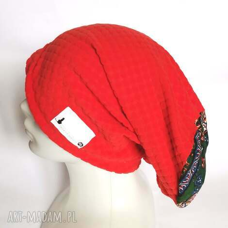 czapka damska wściekle pomaranczowa uniwersalna na podszewce, widoczna biała metka