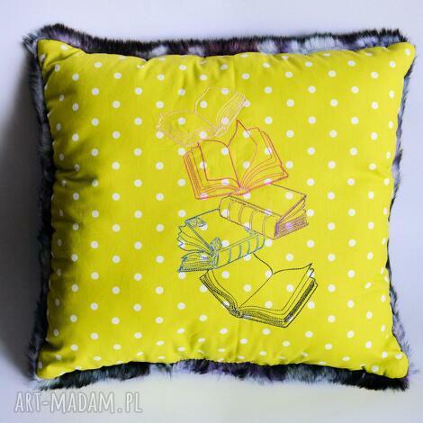 poduszka z książkami, poduszka, książka, futro, sztuczne, dekoracja, urodziny